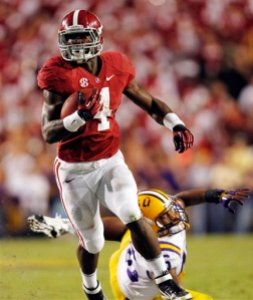 Alabama running back T.J. Yeldon (4) eludes LSU linebacker Kevin Minter (46) on the winning touchdown run in the second half of their NCAA college football game in Baton Rouge, La., Saturday, Nov. 3, 2012. Alabama won 21-17. (AP Photo/Gerald Herbert)