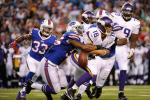 vikings-bills-football-matt-cassel-jerry-hughes_pg_600